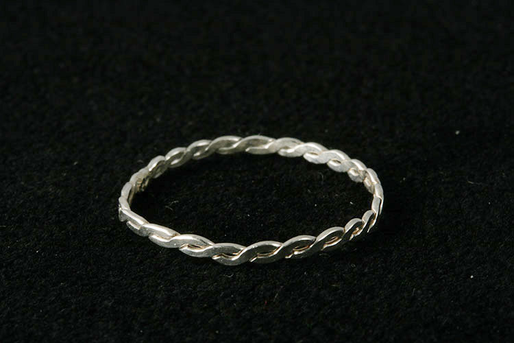 Tvinnad ring medium